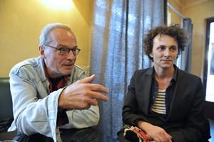 """""""Die Sicherheit, dass aus dieser Arbeit etwas Außer- gewöhnliches entstehen kann"""": Schriftsteller Wolf Wondratschek (links) und Sprecher Christian Reiner."""