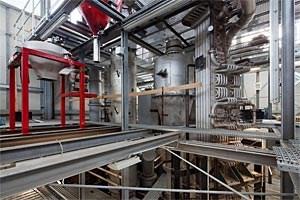 In der Versuchsanlage zur Abscheidung vonCO2 haben Forscher der TU Darmstadt mithilfe des Carbonate-Looping-Verfahrens die Kohlendioxid-Emissionen um über 90 Prozent reduziert.