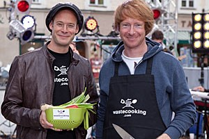 Showmaster David Gross und Koch Tobias Judmaier.