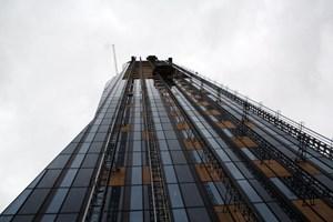 Der von Dominique Perrault geplante Turm ist mit einer Gebäudehöhe von 220 Metern höchstes Gebäude Österreichs. Mit Antennen wird er rund 250 Meter hoch sein. Die Bruttogeschoßfläche beträgt 93.000 m², die vermietbare Nettonutzfläche ca. 72.700 m². Eine LEED-Zertifizierung in Gold wird angestrebt.
