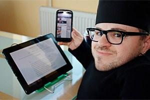 Martin Habacher absolvierte die HAK und studierte danach in Wien. Nach einem zweijährigen Besuch in der Werbewelt, ist er heute selbständiger Social Media-Berater.