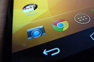 Auch aus der Nähe betrachtet gibt es am Bildschirm des Nexus 4 wirklich nichts auszusetzen.