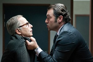 """Ein Voyeur wird gestellt: der großartige Fabrice Luchini (li.) und Denis Menochet in """"In ihrem Haus""""."""