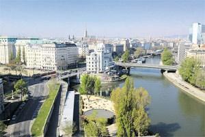 Der einzige Luxus im Büro der Zentralen Staatsanwaltschaft zur Verfolgung von Wirtschaftsstrafsachen und Korruption: der Blick vom Balkon über Wien.
