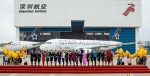 Die chinesische Airlines wurde am Flughafen Shenzhen willkommen geheißen.