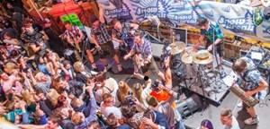 Aber auch heimische Bands wie die Grabenland Buam sorgen für das Wichtigste bei derartigen Events: Partystimmung.