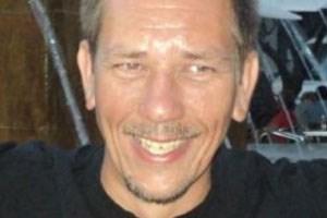 Richard Nieuwenhuizen, der ehrenamtlich als Linienrichter arbeitete.