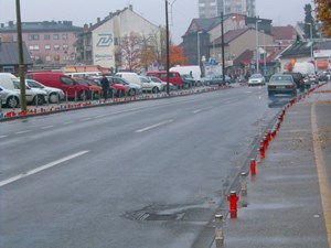 In der Nacht zum 18. November kommen zahlreiche Bürger Zagrebs an die Ulica Grada Vukovara, um eine Kerze aufzustellen und anzuzünden. Die Grablichter reihen sich über mehr als einen Kilometer aneinander.