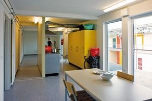 Jede Einheit besteht aus vier bis fünf Wohnräumen, einem Sanitär- und einem Küchen- bzw. Aufenthaltsraum.