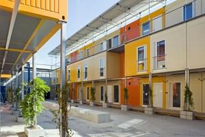 Auf drei Etagen leben 250 Asylwerber in zwei Containerdörfern in den Zürcher Stadtteilen Leutschenbach und Altstetten.