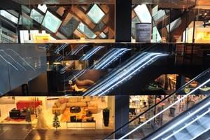 An einem guten Tag besuchen rund 1500 Menschen das Stilwerk im Jean-Nouvel-Turm. In der Lugner City am Gürtel gehen rund 30.000 Menschen täglich shoppen.