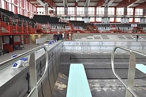 Das Stadthallenbad ist zwar nach wie vor undicht und dichtgemacht. Der Sportstadtrat denkt trotzdem an Olympia.