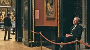 """Ein selten hilfsbereiter Wiener wird zum Stadtführer für eine Besucherin aus Kanada: Bobby Sommer als Johann in """"Museum Hours"""" an seinem Arbeitsplatz im Kunsthistorischen Museum."""