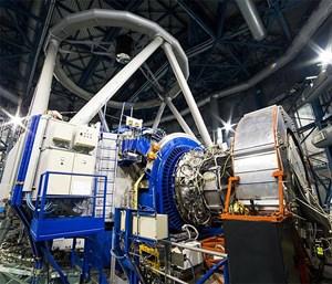 """""""First Light"""" für KMOS am Very Large Telescope der ESO am Paranal-Observatorium in Chile: Der 2,5-Tonnen-Koloss soll in Zukunft die räumlich aufgelöste Beobachtung von bis zu 24 Himmelsobjekten gleichzeitig ermöglichen."""