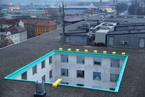 Temporäre Installation in der Kulturhauptstadt 2012: Matej Andraz Vogrincic verwandelte in Marburg/ Maribor einen überdimensionalen Lichtschacht in einen Swimmingpool.