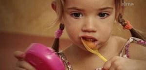 """Der Plastiklöffel im Kindermund ist möglicherweise giftig: ein Themenabend über """"Gift im Spielzeug"""" und Maßnahmen der EU auf Arte, um 20.15 Uhr."""