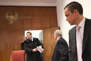 Sie hatten auf einen Freispruch gehofft: Uwe Scheuch (vorne) und Verteidiger Dieter Böhmdorfer