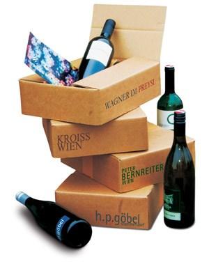 Viermal im Jahr gibt es einen Karton mit Wiener Wein geliefert.