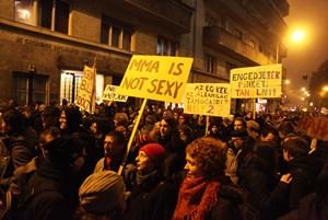 Politische und künstlerische Proteste gegen die Ungarische Kunst-Akademie.