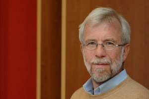Der Onkologe Wolf-Dieter Ludwig vom Helios Klinikum Berlin-Buch kritisiert die verwirrenden und für Laien wenig transparenten Begrifflichkeiten rund um die personalisierte Medizin.