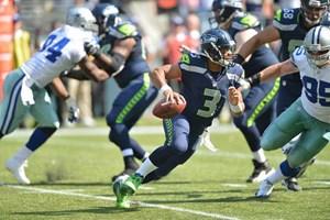 Size doesn't matter. Russell Wilson sieht zwar kaum über seine eigene O-Line, sein NFL-Handicap ist trotzdem auf 0. Neujahrswunsch: Falkenduell im Divisional Playoff.