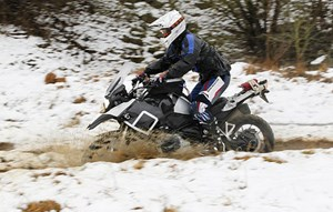 """... und den Sieg in unserer Wertung """"Top-Bike des Jahres"""". Konkret gewürdigt wird die luftgekühlte R 1200 GS. Die Neue muss sich den Ritterschlag erst erarbeiten."""