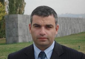 HAJK DEMOJAN (37) ist Historiker und seit 2006 Direktor des Armenischen Genozid-Museums in Eriwan. Er leitet außerdem die staatliche Kommission zum weltweiten Gedenken des 100. Jahres des armenischen Völkermords, das  2015 stattfindet.
