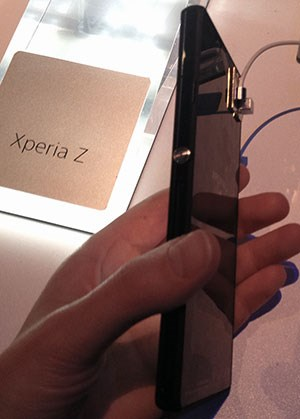 Beim Formfaktor setzt Sony auf ein schlankes, schnörkelloses Design.