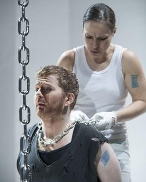 """Anna Manske undRoland Schneider in """"Talestri""""."""