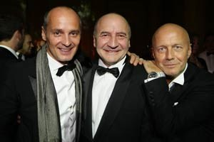 Franz Thell, Gründer des Motto, in der Mitte, flankiert vom heutigen Motto-Chef Bernd Schlacher (li.) und Eventmanager Andreas Lackner.