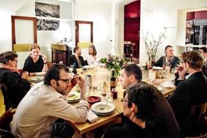 Ein Raum, ein Tisch, ein toller Abend: Das Engel in der Großen Pfarrgasse ist ein Lokal, wie man es sich als Nachbar wünscht.