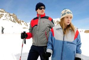 """Thure Lindhardt als Wolfgang Priklopil und Antonia Campbell-Hughes als Natascha Kampusch in einer Szene des Films """"3096 Tage"""", der am Montag in die Kinos kommt."""