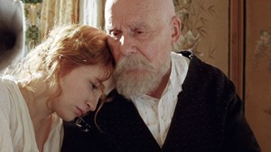 "Christa Theret und Michel Bouquet in ""Renoir""."
