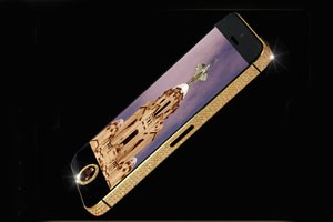 Goldige iPhone-Hülle mit Brillanten und Diamant.