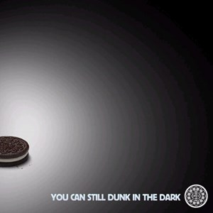 """Power out? No Problem"". Twittercoup des Keksherstellers Oreo zum Superbowl-Stromausfall."