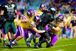 Im zweiten Halbfinale gastieren die Dragons bei den Vikings. Die Donaudrachen haben den statistisch besten Passangriff der Liga, allerdings ein maues Laufspiel, eine durchlässige Defensive und eine großes Lazarett. Die Vikings gewannen die fünf letzten Partien gegeneinander.