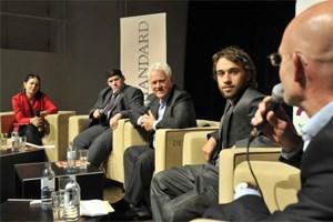 Auf dem Podium: Alexandra Föderl-Schmid (Moderation), Christian Eichhorn, Frank Stronach, Vincent Luger, Peter Plaikner.