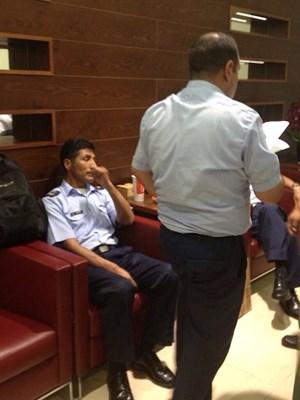 Piloten und Mitarbeiter des bolivianischen Präsidenten suchen am Flughafen Wien nach einer alternativen Flugroute.