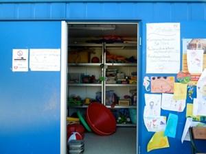 Im Container der Wiener Kinderfreunde findet sich Wasserspielzeug aller Art.