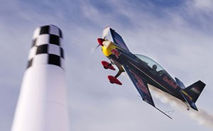 Waghalsige Aktionen beim Red Bull Air Race World Championship.