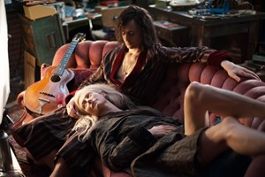 "Lebensüberdruss mit romantischer Note und viel Freude an den künstlerischen Errungenschaften der Menschheit: Tilda Swinton und Tom Hiddleston in ""Only Lovers Left Alive""."