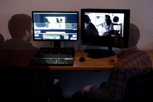 Schnittstelle zwischen Vergangenheit und Gegenwart: die Workstation für digitale Filmrestaurierung des Filmmuseums.