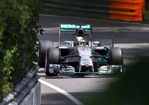 Lewis Hamilton dominiert die Trainings