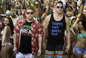 "Jonah Hill (li.) und Channing Tatum als ""Spring Breakers"" in ""22nd Jump Street""."