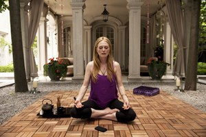 "Die hysterische Schauspieldiva und ihre undurchschaubare Assistentin: Julianne Moore in David Cronenbergs Hollywood-Porträt ""Maps to the Stars""."