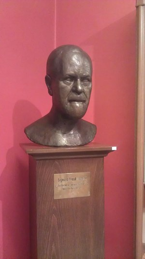 Bust of Freud on display.