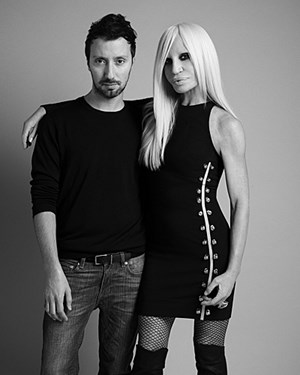 Anthony Vaccarello mit Donatella Versace.