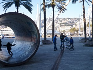 mi-bike Test am Hafen in Genua
