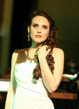 """Rebecca Nelsen (Marsinah) in """"Kismet"""" an der Volksoper."""