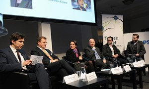 Karrieregefahr aus dem Internet? Am Podium bei Gastgeber Novomatic in Wien: Ilja Morozov (Trainee), Reiner Heineck (Impuls Consulting Group), Karin Bauer (STANDARD), Christian Eberherr (Admiral Casinos), Christian Barboric (IT School) und Martin Grabowski (APA).